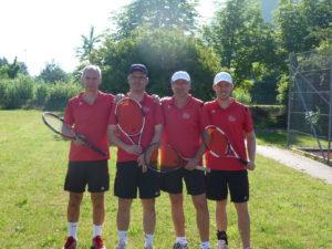 Die Tennis-Herren der SGE, die 2016 Vizemeister wurden: Von links Hardy Kleinschmidt, Rainer Hora, Oswald Prummer und Christian Ahle. Auf dem Bild fehlen Manfred Baumgartner und Friedrich Hora.