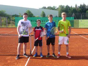 Das SGE-Knaben-Team von links Matthias Krammer, Manuel Hora, Fabian Brucklacher und Benedikt Gerl. Auf dem Foto fehlen Kathi Hartl und Sebastian Heinzlmeier.