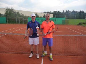 Der alte und neue SGE-Tennis-Vereinsmeister Christian Ahle und der Finalist Hardy Kleinschmidt
