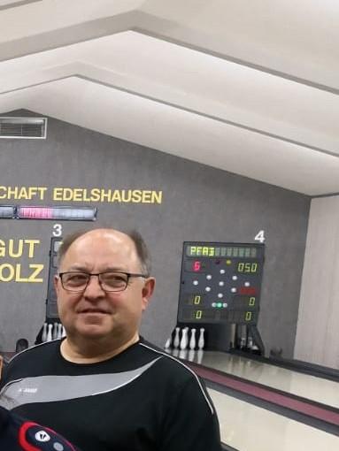 Albert Stegmeier feierte mit dem SGE-Mixed-Team den achten Sieg im achten Spiel