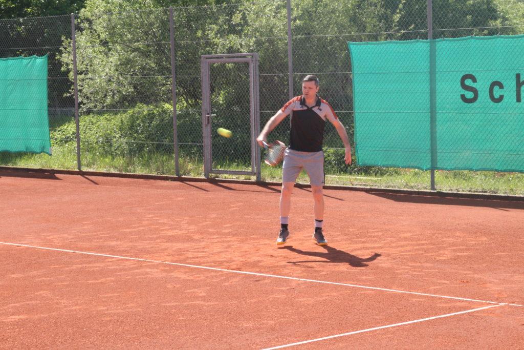 Tobias Nabe gewann Einzel und Doppel in Dolling