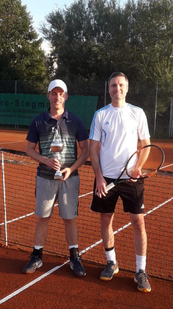 Von links der neue SGE-Tennis-Vereinsmeister Christian Ahle und der unterlegene Finalist Tobias Nabe